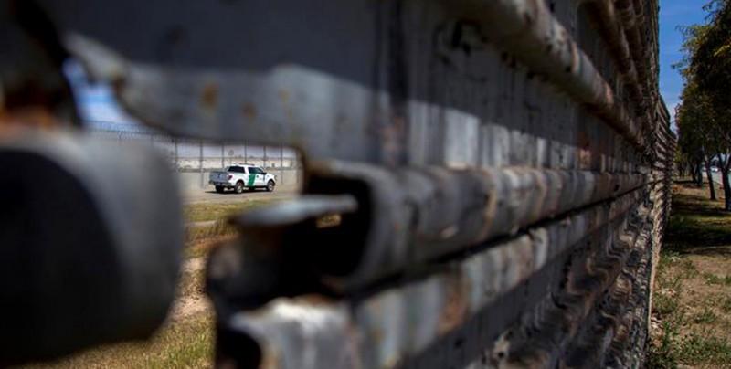 Despliegan primeros militares estadounidenses en frontera con México
