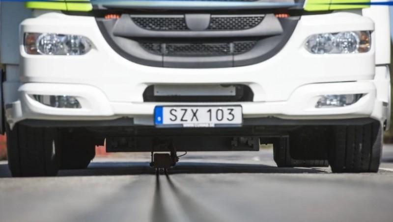 #Video Este país abre la primera carretera eléctrica que recarga vehículos en movimiento