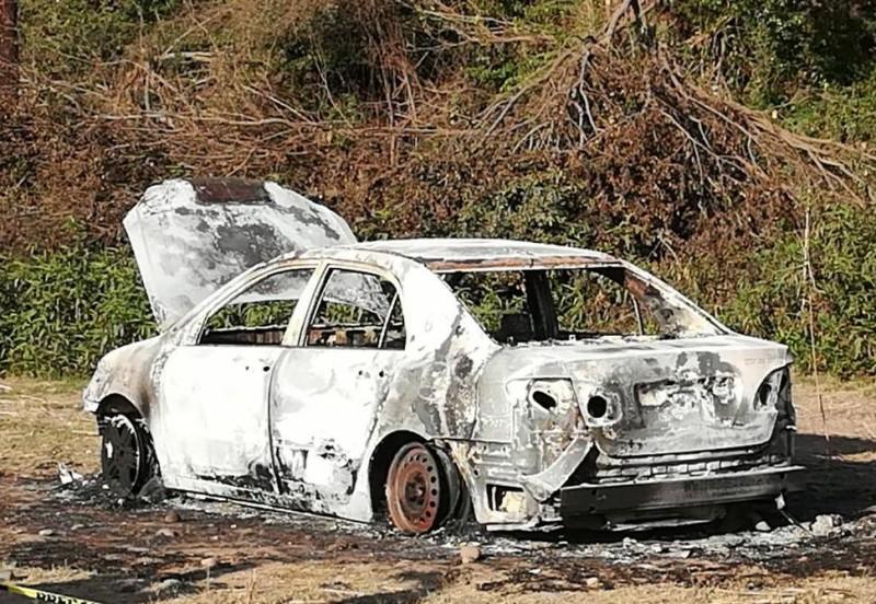 Lo queman con todo y automóvil