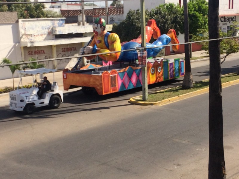 MAZATLÁN: Carros alegóricos se preparan para evento de esta noche
