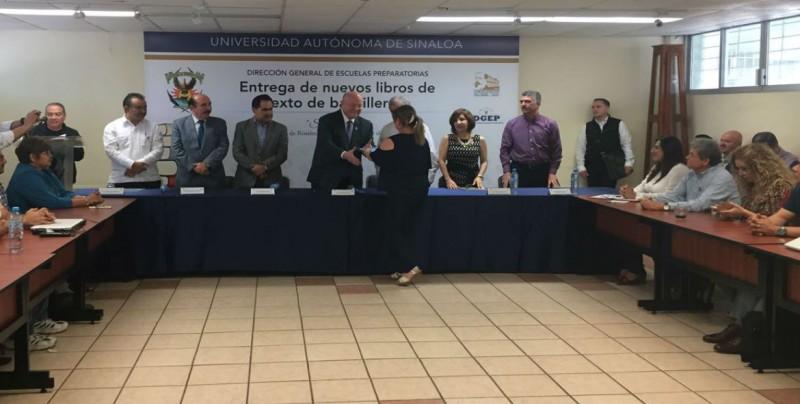 UAS entrega 900 mil libros a jóvenes de bachillerato