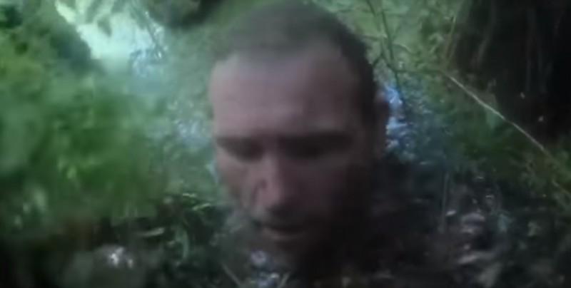 Cae a pantano huyendo de la policía y es rescatado por agentes