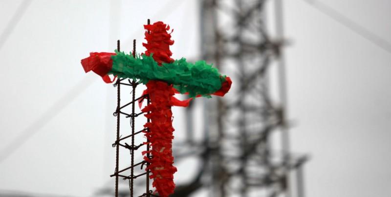Albañiles celebran el día de la Santa Cruz