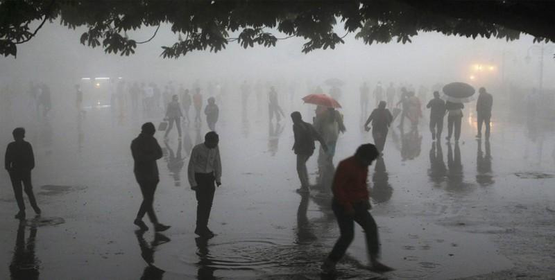 Al menos 94 muertos y 410 heridos por tormentas en el norte de la India