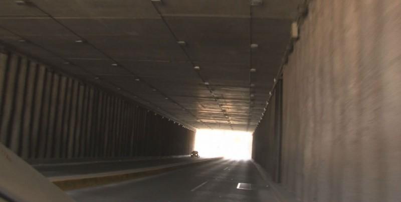 Denuncian falta de luz en el túnel del eje federalismo