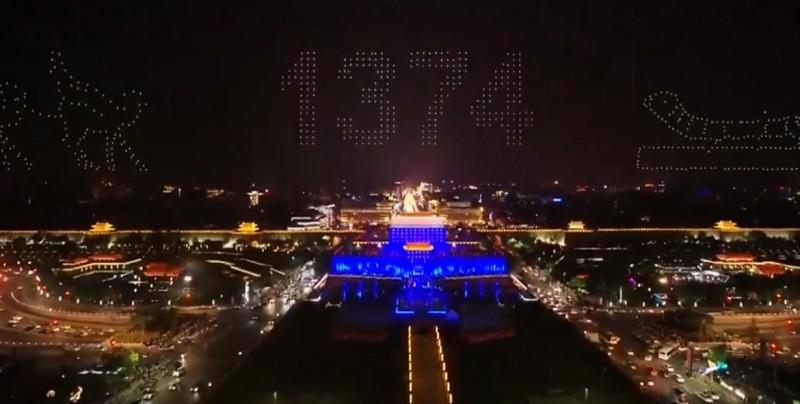 1,374 drones protagonizaron increíble espectáculo en el aire