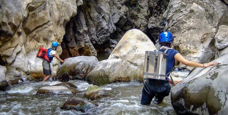 Encuentran cuerpos de dos jóvenes arrastradas por río subterráneo