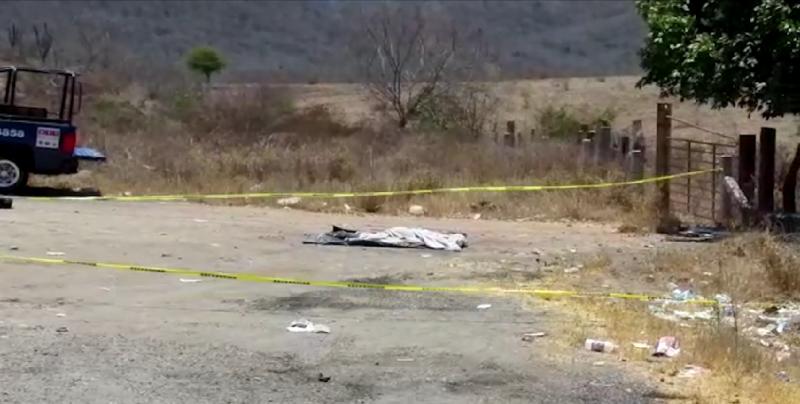 Encuentran a persona sin vida y encobijada sobre la carretera México 15