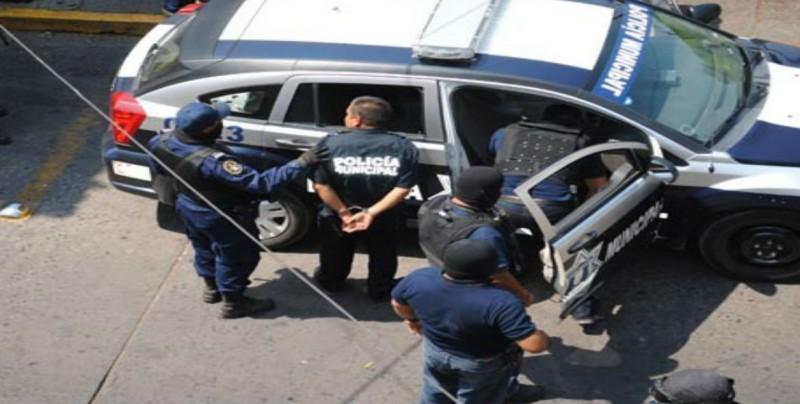 Policías Municipales de León son detenidos por robo