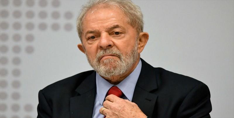 Lula dice que es candidatísimo a presidenciales al cumplir un mes en prisión