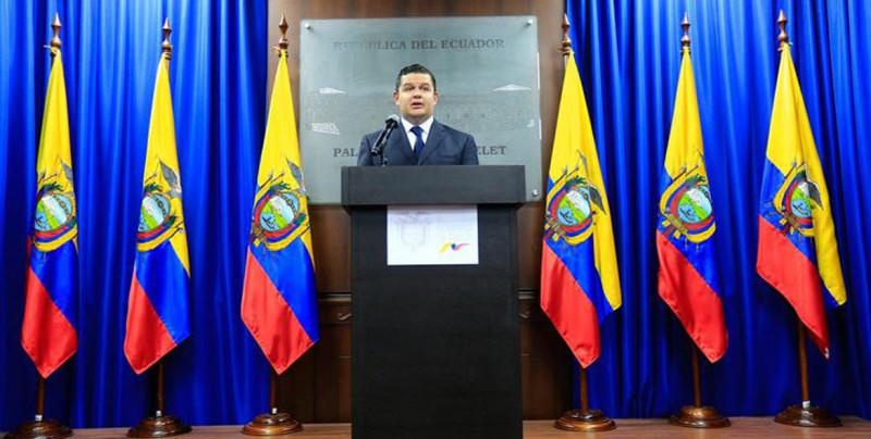 Presidente de Ecuador pide a todos los ministros de su gabinete que dimitan