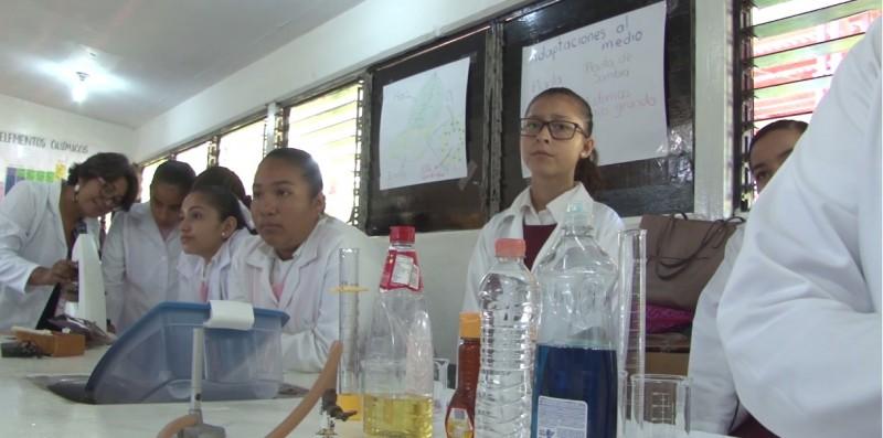 Disfrutan de la ciencia en encuentro escolar