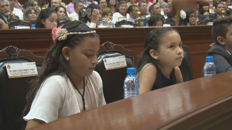 Se lleva a cabo el Parlamento Infantil