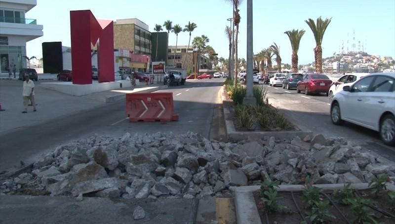 Trabajos provocan tráfico en Avenida del Mar