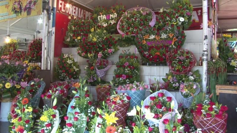 Floristas listos para el 10 de mayo