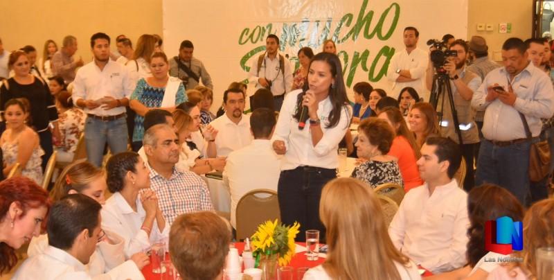 Mujeres apoyan a candidatas