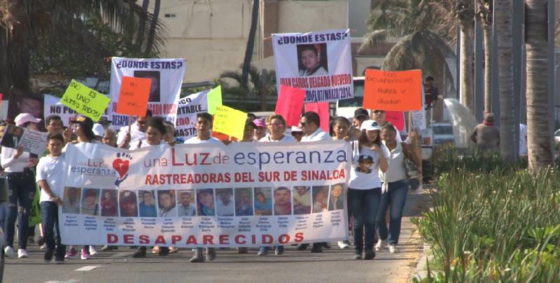 Exigen en marcha justicia por sus familiares desaparecidos