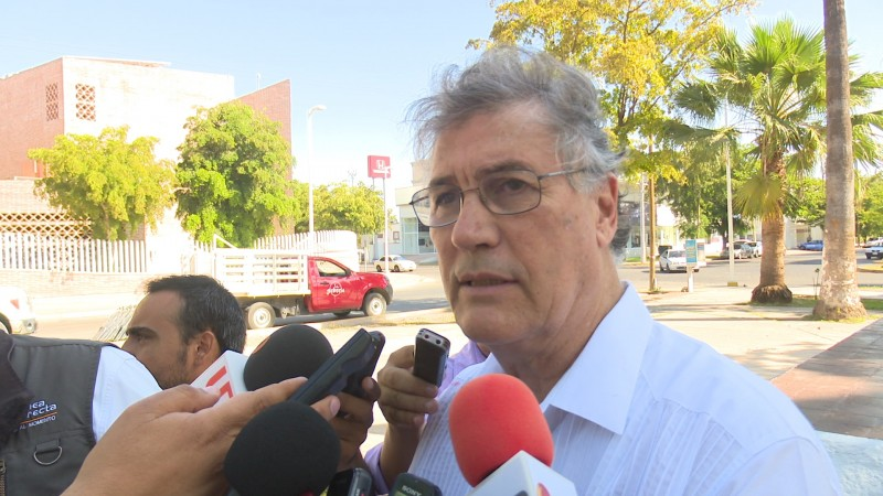 Alcalde pide a funcionarios a no abandonar sus cargos
