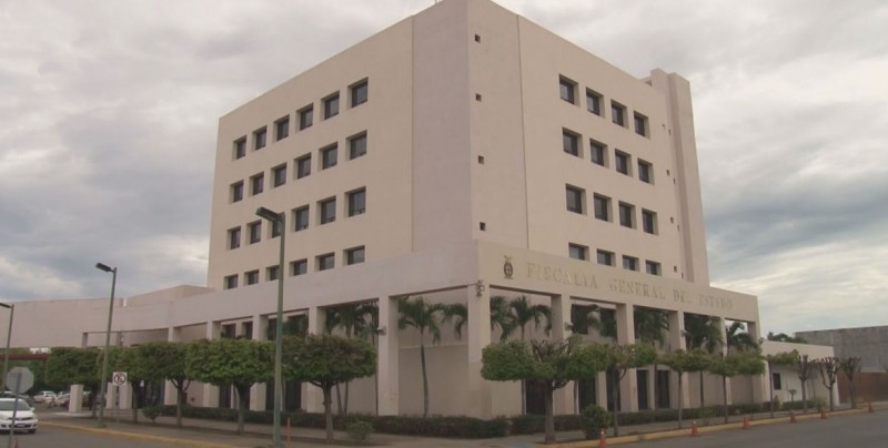 Siguen investigaciones en contra de exservidores por desvíos: FGE
