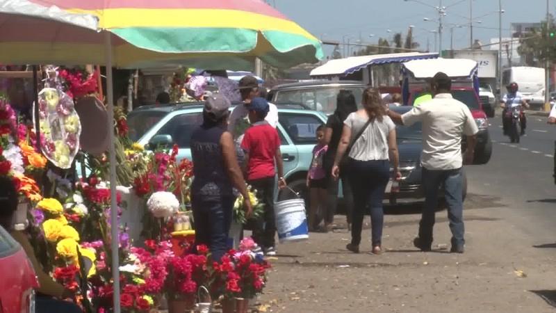 Bajan las ventas de flores, afirman comerciantes