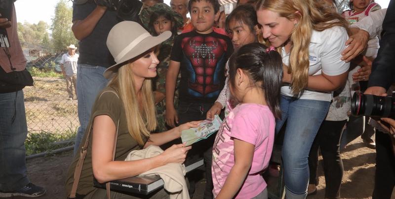 Paris Hilton felicita a las mamás mexicanas en su día