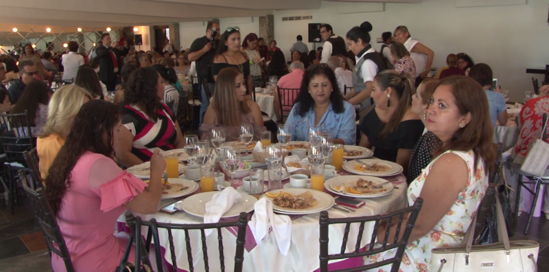 Damas Voluntarias de Cruz Roja celebran a mamá