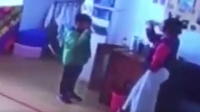 Maestra china obligaba a sus alumnos a beber agua hirviendo