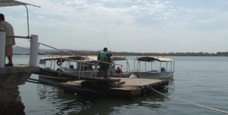 """""""Floja"""" la actividad en el embarcadero de la Isla de la Piedra"""