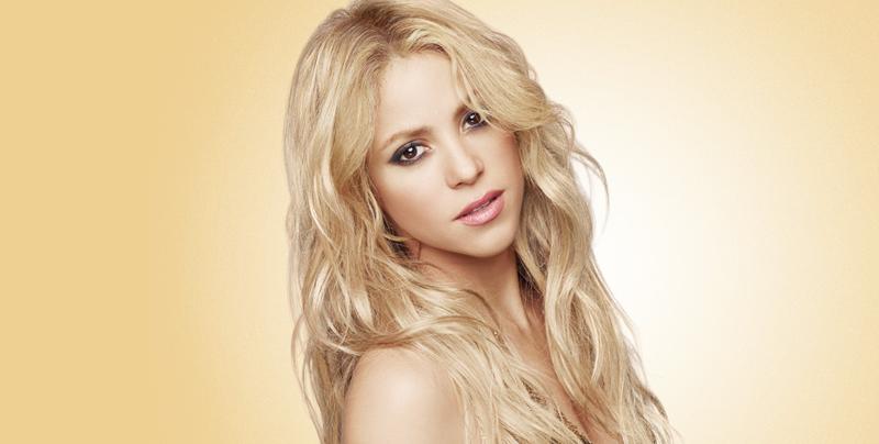 Shakira muestra rostro al desnudo
