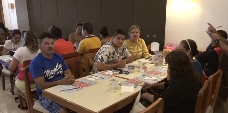 Docentes celebran su día en restaurantes