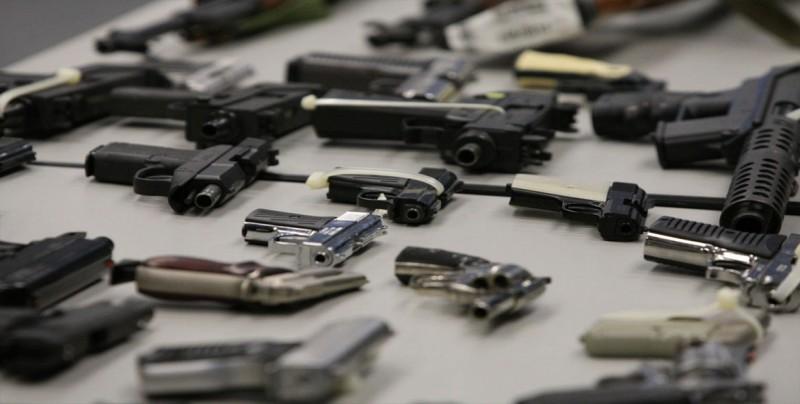 Recolectan 478 armas de fuego, 35 de asalto, en campaña en Los Ángeles