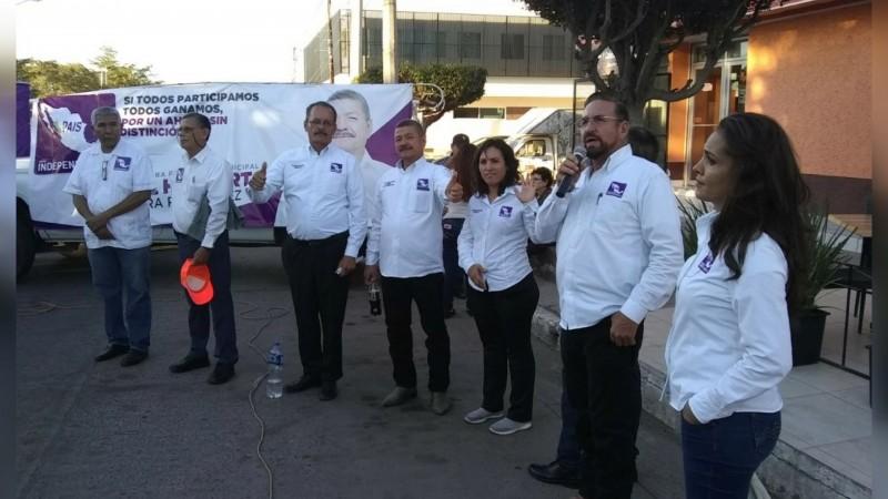 """""""Mi campaña es de a pie"""": Candidato PAIS"""