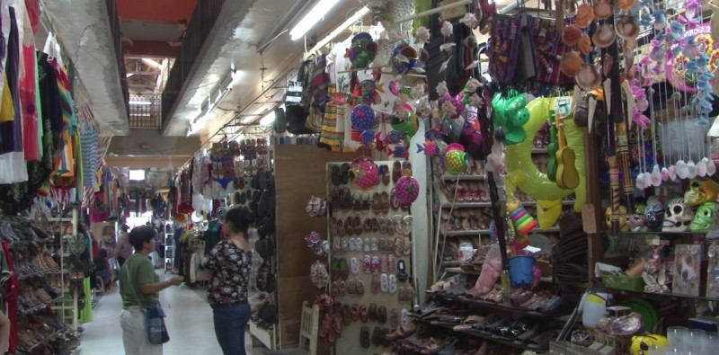 Vendedores de artesanías reportan bajas ventas