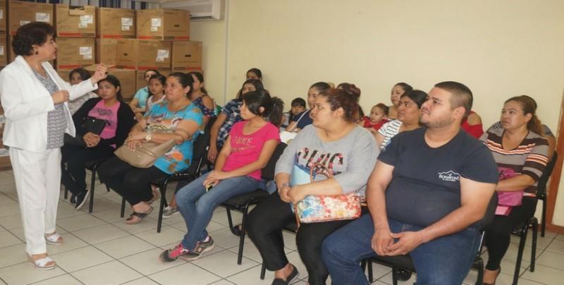 Capacita IMSS a mujeres en hábitos alimenticios