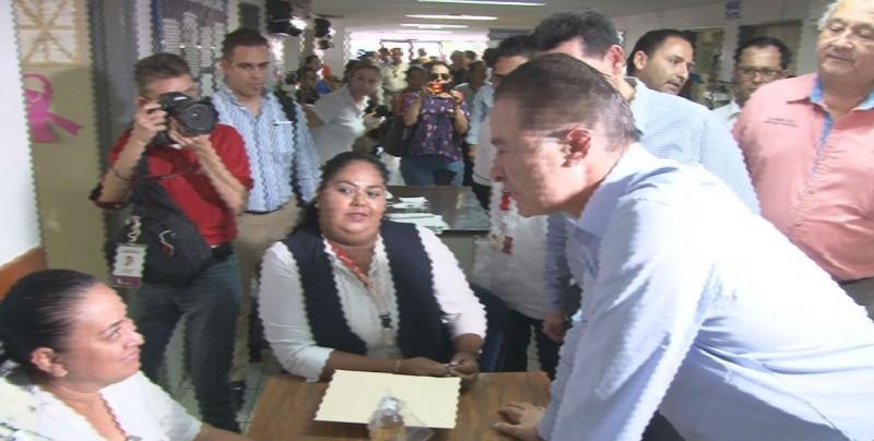 Realiza Gobernador recorrido sorpresa en el Centro de Salud
