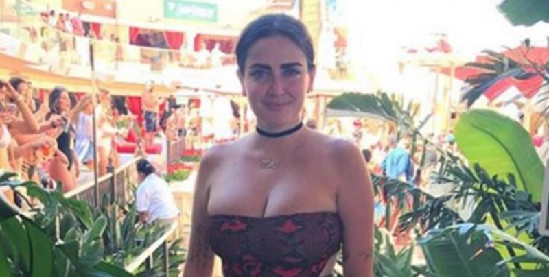 #Foto Celia Lora muestra su abdomen en bikini