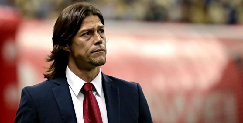 Jugadores de Chivas apoyan a Almeyda ante su inminente salida