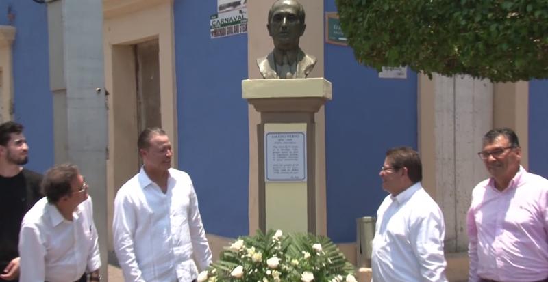 Develan busto en honor al poeta Amado Nervo en Mazatlán