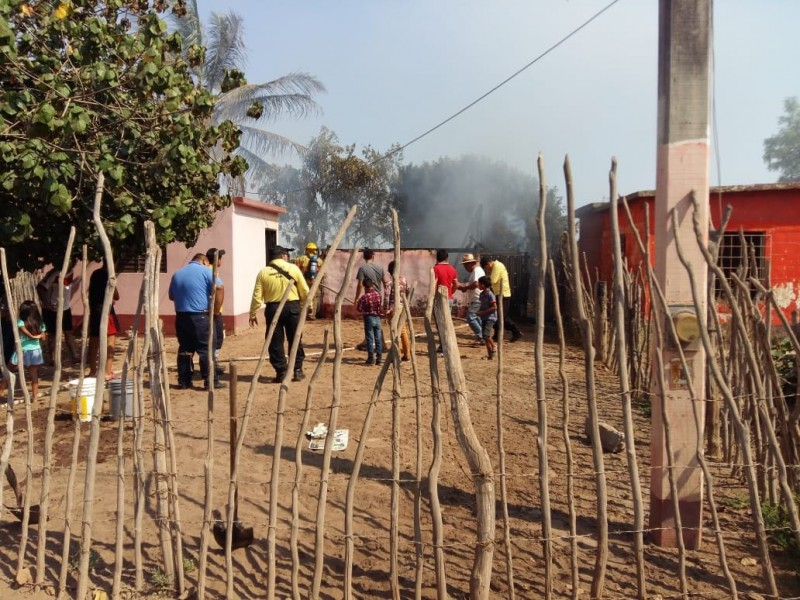 Incendio consume vivienda en el Vergel