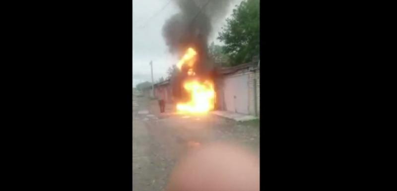 #VideoFuerte Explosión de un garaje arroja a hombre