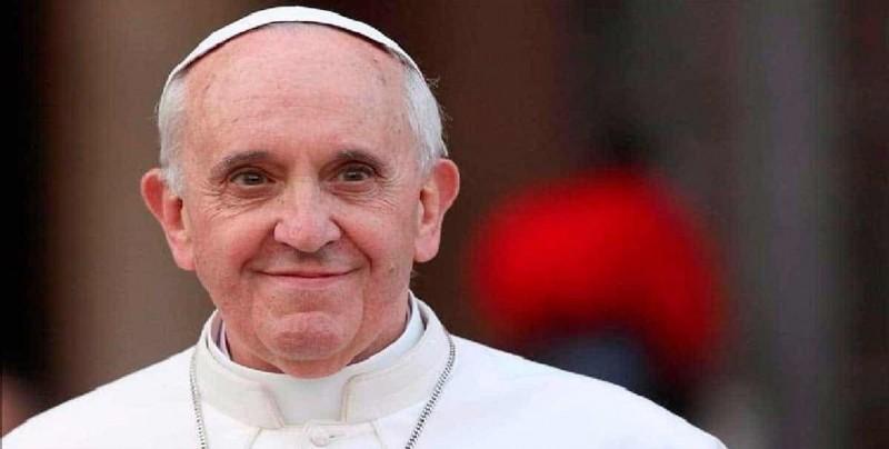"""El papa condena el """"silencio cómplice"""" en una zona romana afectada por mafia"""