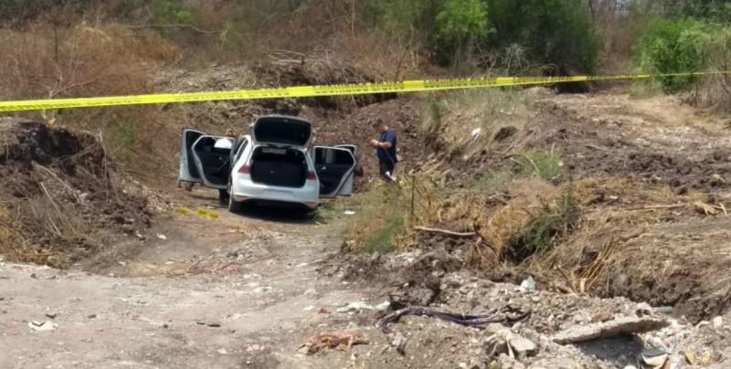 Abandonan vehículo en panteón  presentaba impactos de bala