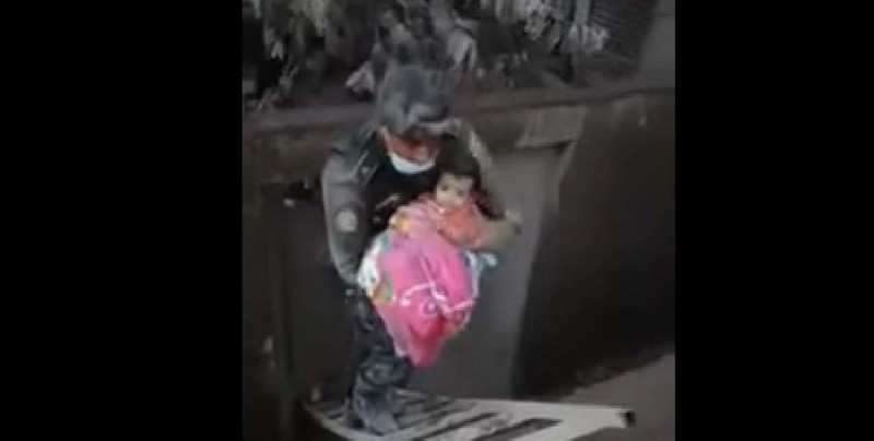 Milagro entre las cenizas: Rescatan a bebé tras erupción de volcán
