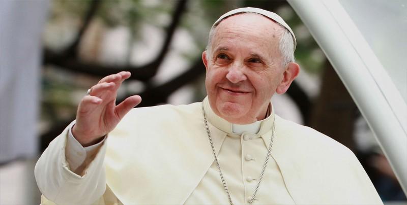 """El papa insta a no convertir las redes sociales en """"un lugar de alienación"""""""