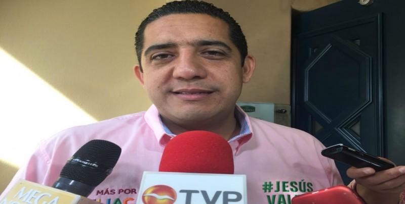 Jesús Valdés reitera apoyo al sistema económico y de emprendedoras