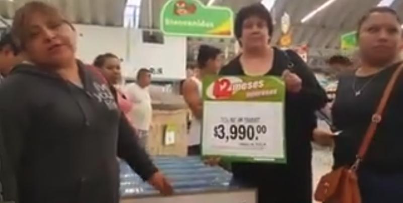 #Video Clientes demandan que se respete precio de pantallas a 3 mil 990 pesos