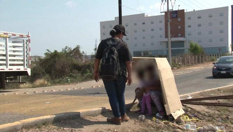 Salvadoreños huyen de la pobreza y la violencia