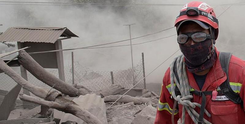 Realizan nuevas evacuaciones por volcán de Fuego
