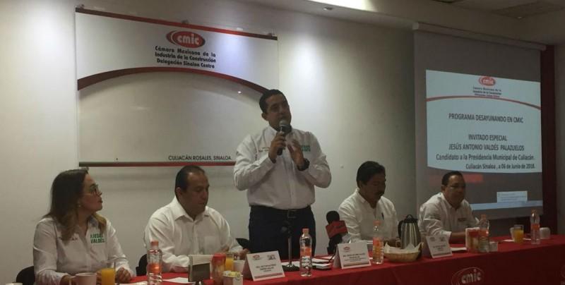 Jesús Valdés se reúne con integrantes de la CMIC