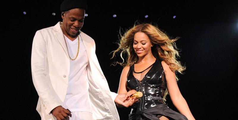 Beyonce y Jay Z muestran a sus mellizos en épica sesión fotográfica durante concierto